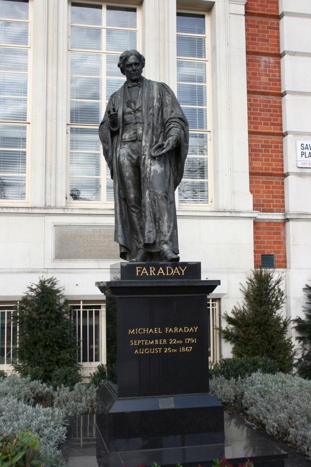 640px-Michael_Faraday_statue_AB